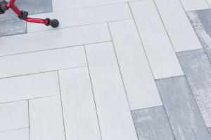 Sposób na przestrzeń na zewnątrz: kostki i płyty betonowe