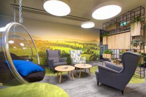 Otwarta przestrzeń w kameralnym stylu. Nowe biuro według projektu Concept Space