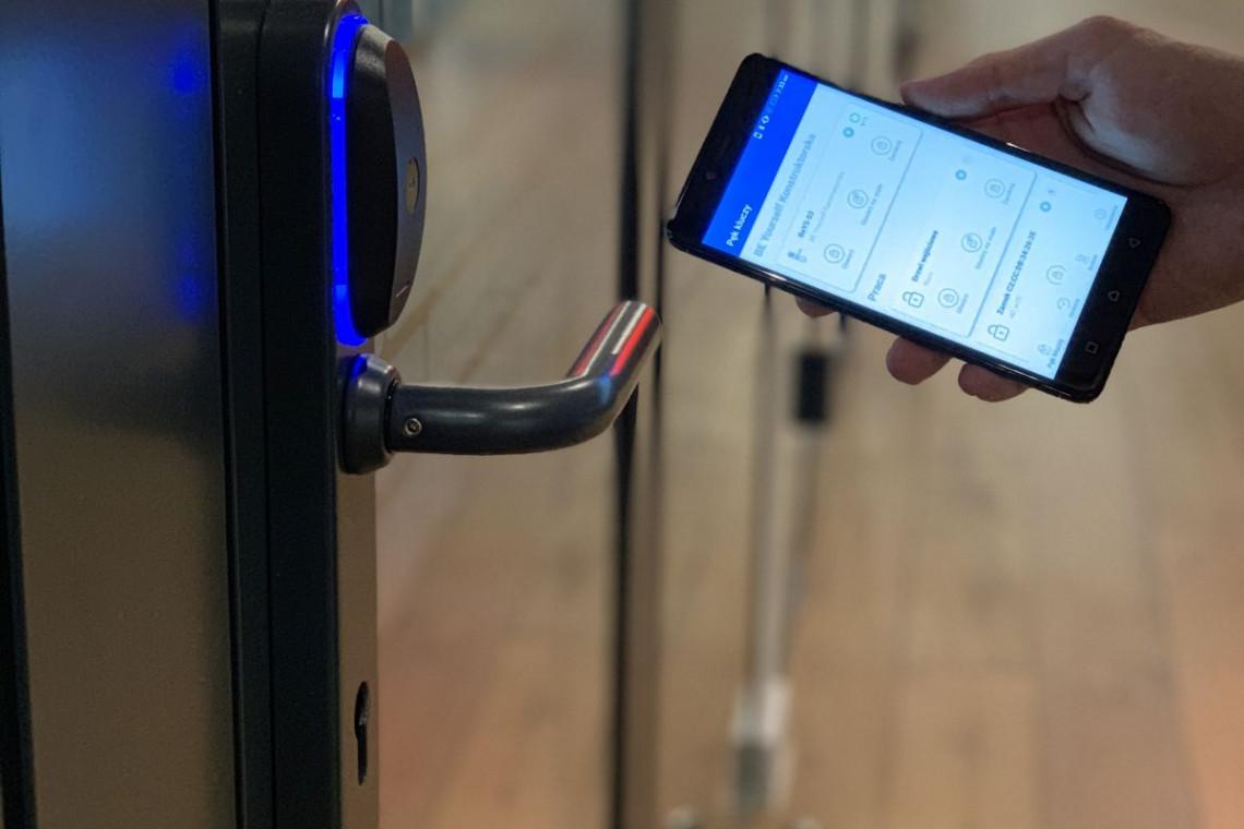Blue Bolt dla Adgar. Jako pierwsi drzwi telefonem otworzą użytkownicy Brain Embassy w Warszawie