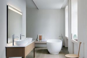 Migdałowo-satynowo w łazience. To efekt współpracy Duravit i Cecilie Manz
