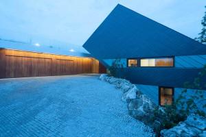 Mobius Architekci przekuli skazę terenu w cechę wyróżniającą projekt