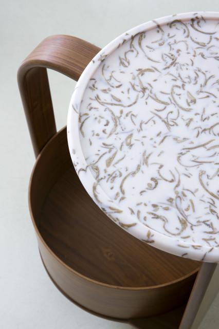 Patricia Urquiola zaprojektowała meble z przetworzonych odpadów i certyfikowanego drewna