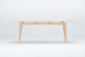Projektanci z Swallow's Tail Furniture wzięli na warszat wyjątkowe drewno