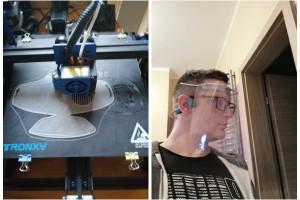 Pracownik firmy budowlanej drukuje przyłbice dla szpitali