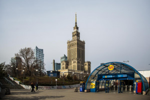 Opustoszałe ulice Warszawy w czasach pandemii