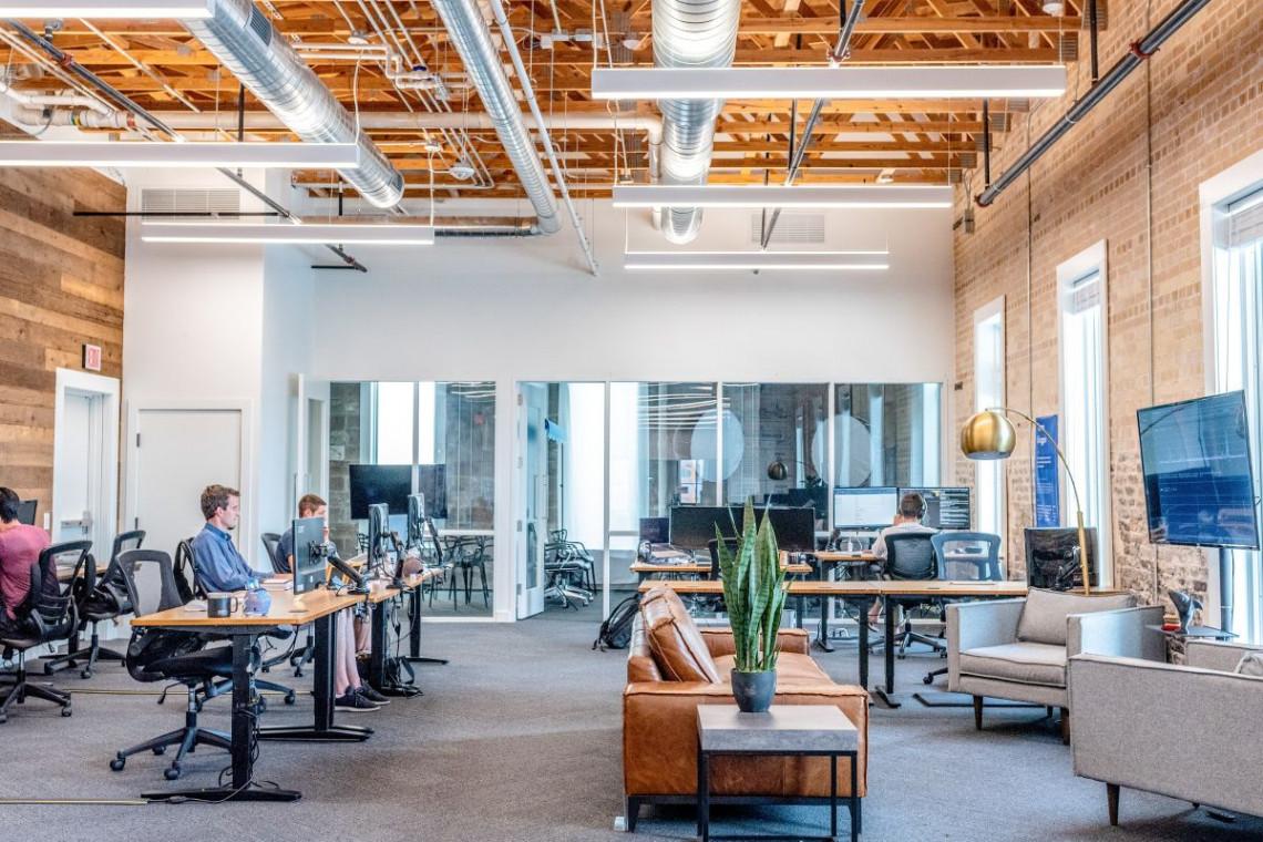 TOP 5 rzeczy, które docenimy w biurze po powrocie z pracy zdalnej