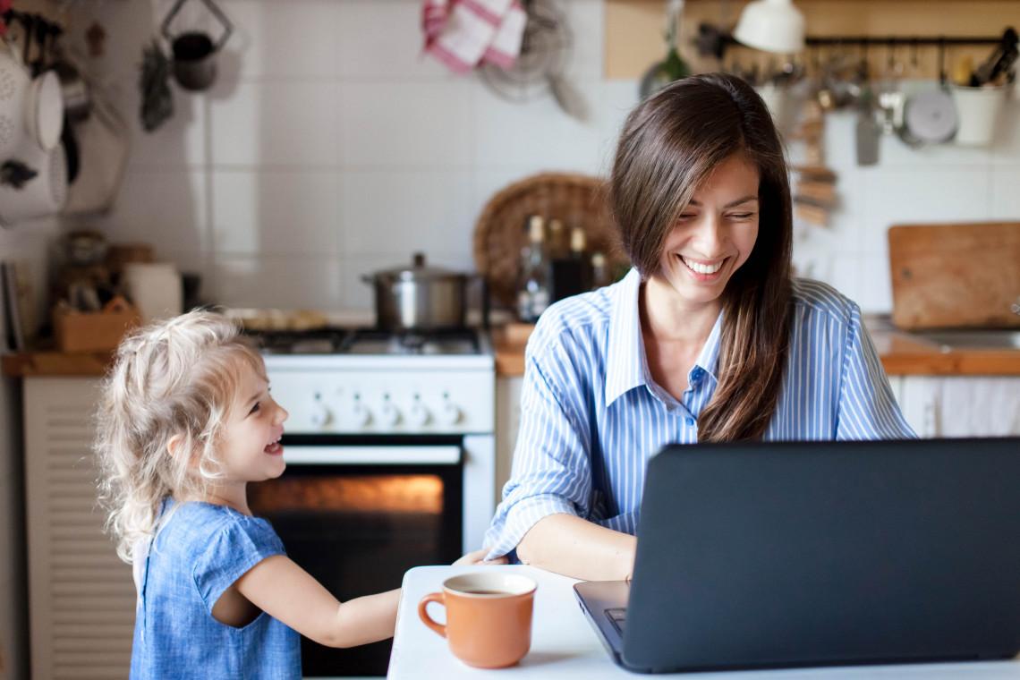 Zostań w domu i urządź komfortowe home office