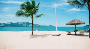 Kabiny z pleksiglasu na plaży, czyli nowy pomysł na wakacje nad morzem