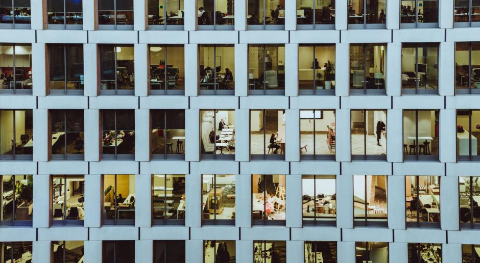 Zarządzanie biurem w czasach kryzysu: na pomoc przychodzi technologia