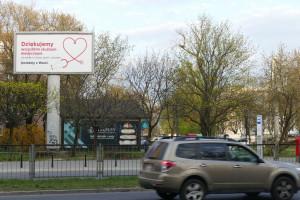 Billboard z podziękowaniami dla służb medycznych