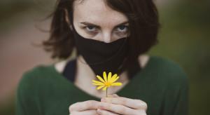 W Paryżu maska stała się akcesorium mody