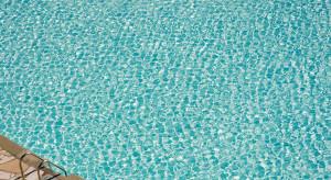 Woda z miejskich basenów wykorzystana do sprzątania warszawskich ulic