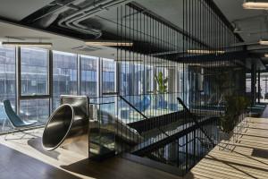 Trzeci największy biurowiec w Polsce gotowy. Wnętrza zaprojektowała pracownia Design Anatomy