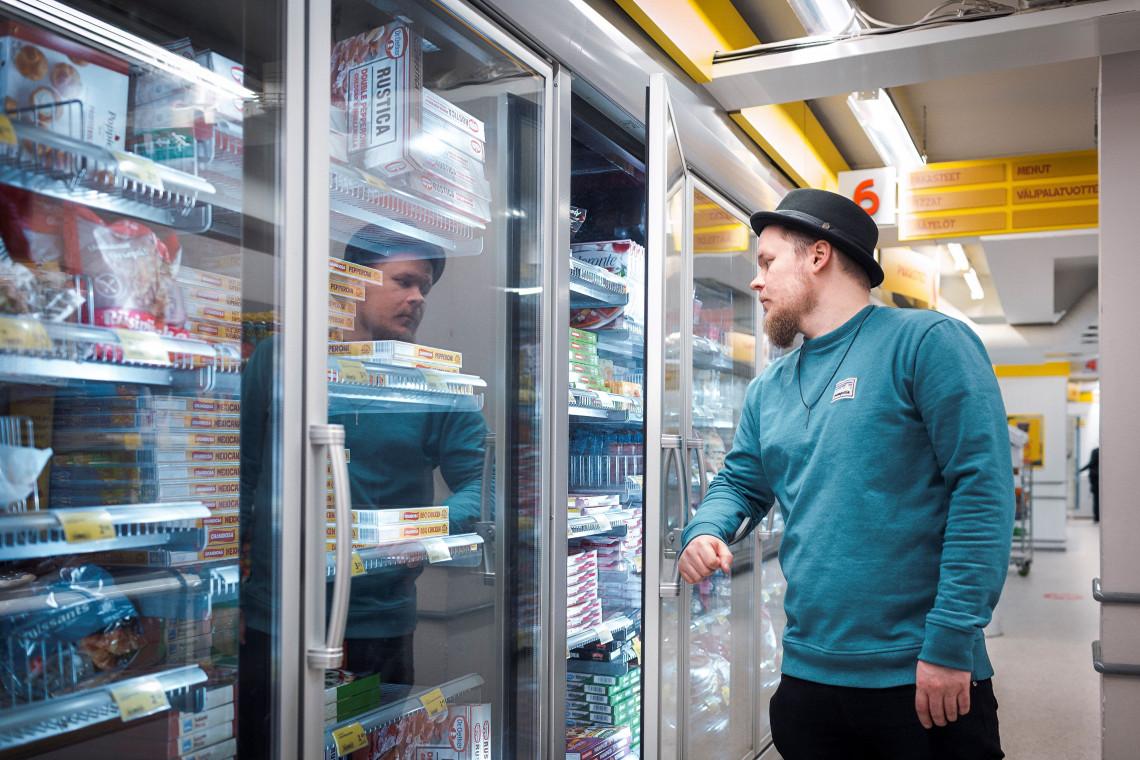 Otwieraj drzwi łokciem, a nie dłonią. Fińska innowacja w walce z pandemią: uchwyt do drzwi z plastiku