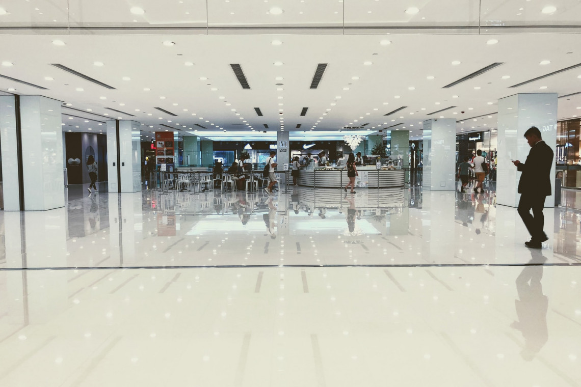 Rząd znosi restrykcje. 4 maja ruszą hotele i centra handlowe