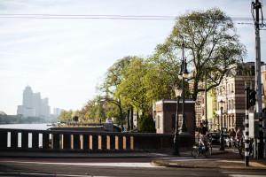 Z widokiem na kanały Amsterdamu. Niezwykły hotel w mieście na wodzie