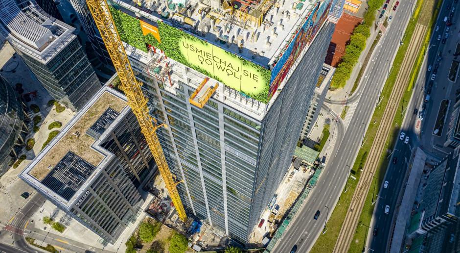 Zielony wieżowiec projektu JEMS Architekci osiągnął 140 metrów