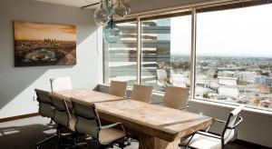 Dystans społeczny i nowe technologie: takie będą postcovidowe biura