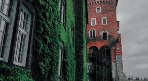 Zamek Książ z pawilonem powitalnym. Kiedyś był to budynek gospodarczy