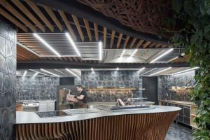 Warsztat samochodowy zmienili w designerską restaurację