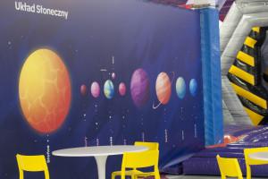 Dmuchany park rozrywki w Gdyni zaprasza w kosmiczną podróż po barwnych wnętrzach