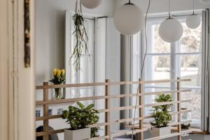 Dom to czy biuro? Zobacz wnętrza nowej siedziby firmy Graffiti w zabytkowej warszawskiej kamienicy