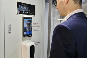 Polski startup stworzył automatyczną kabinę do dezynfekcji