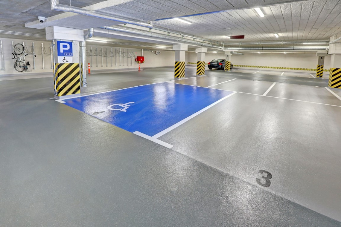 Specjalistyczne posadzki żywiczne na parkingu gdańskiej inwestycji
