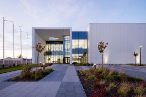 Nawiązania niedosłowne. Architektura High Technology od Zalewski Architecture Group