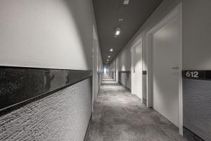 Polski debiut niemieckiej sieci hosteli. Wnętrza zaprojektowała pracownia Tremend