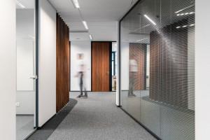 Biuro dla prawników. Pełen profesjonalizm, elegancja i funkcjonalność nowej siedziby kancelarii Noerr