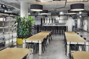 Prosto i przejrzyście. Tak wyglądają wnętrza Centrum Szkoleniowo-Rekrutacyjnego Alior Banku
