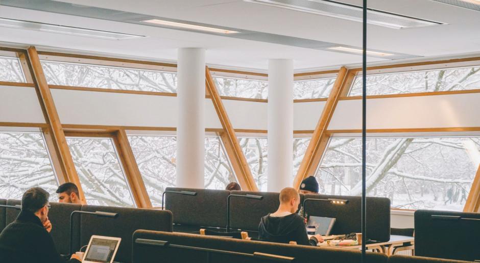 Raport: Czy przyszłość pracy to praca z domu czy w biurze?