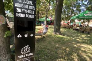 """""""Epidemia? Cięcie! Nie rób scen. Zdezynfekuj ręce"""". We Wrocławiu ruszyła akcja """"Wolna ręka"""""""