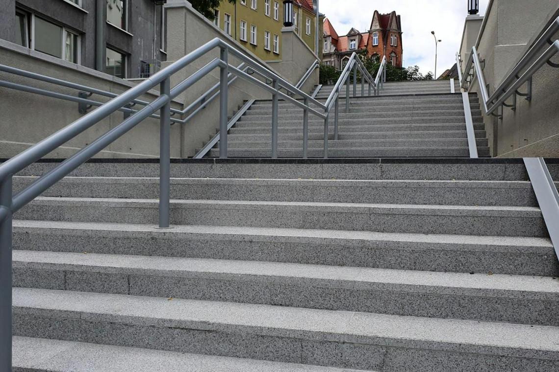 Kultowe schody w Poznaniu już odnowione