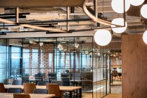 Ostre wejście Chillispaces.com. Nowa marka na rynku biur serwisowanych zaskoczy designem