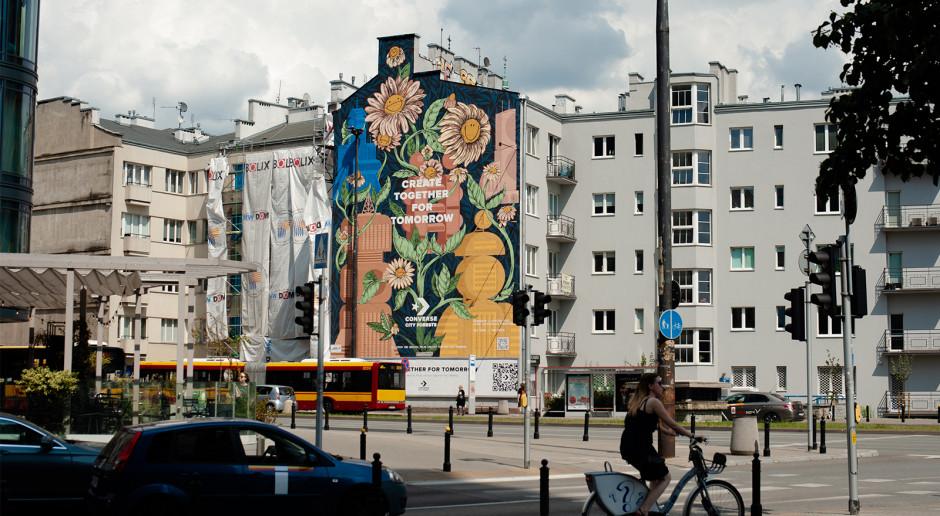 Converse tworzy murale zjadające smog. Jeden powstał w Warszawie