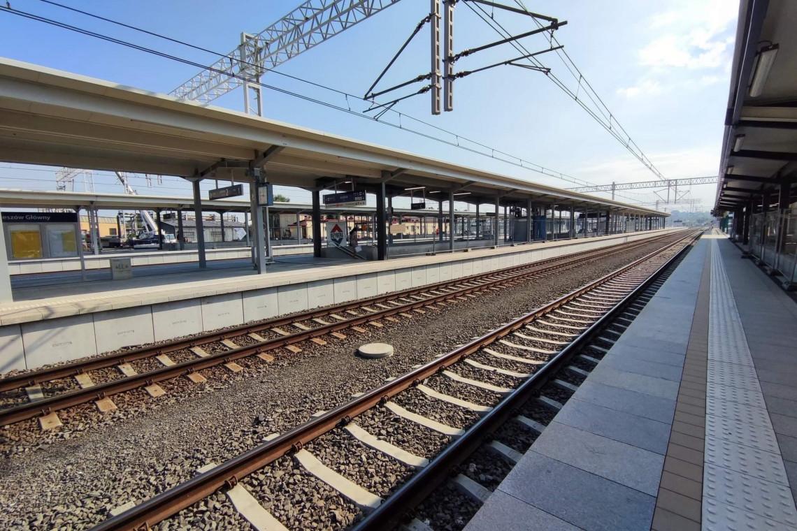 Nowy peron i podziemne przejście dla podróżujących z Rzeszowa Głównego