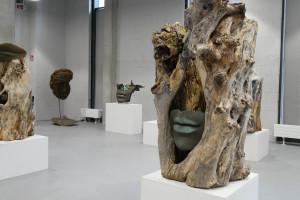 Kreuje emocje, nadaje charakter przestrzeni: rzeźba we wnętrzach