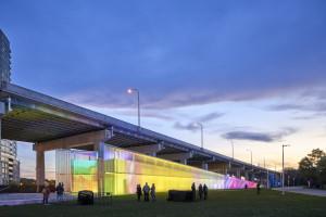Termograficzny spektakl świateł na fasadzie budynku