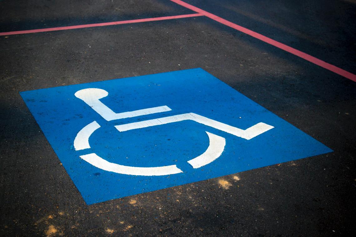 Wyposażony w sensory wózek inwalidzki zbadał dostępność chodników