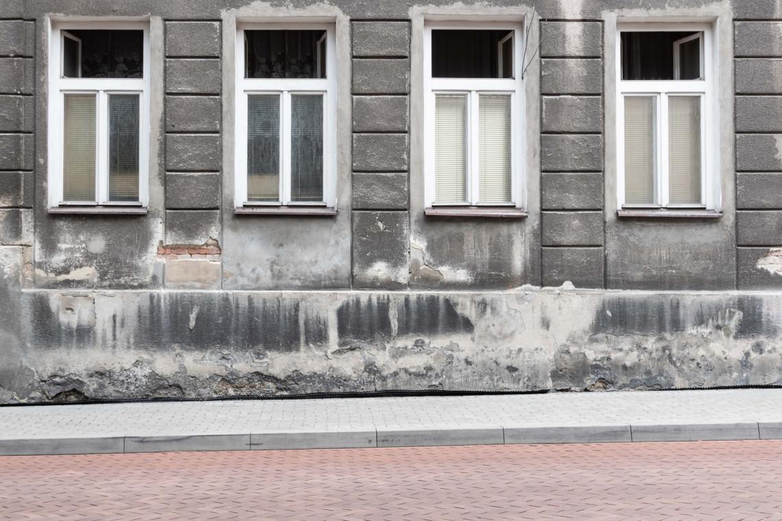 Zaniedbana uliczka na starówce w Bielsku-Białej zostanie odrestaurowana