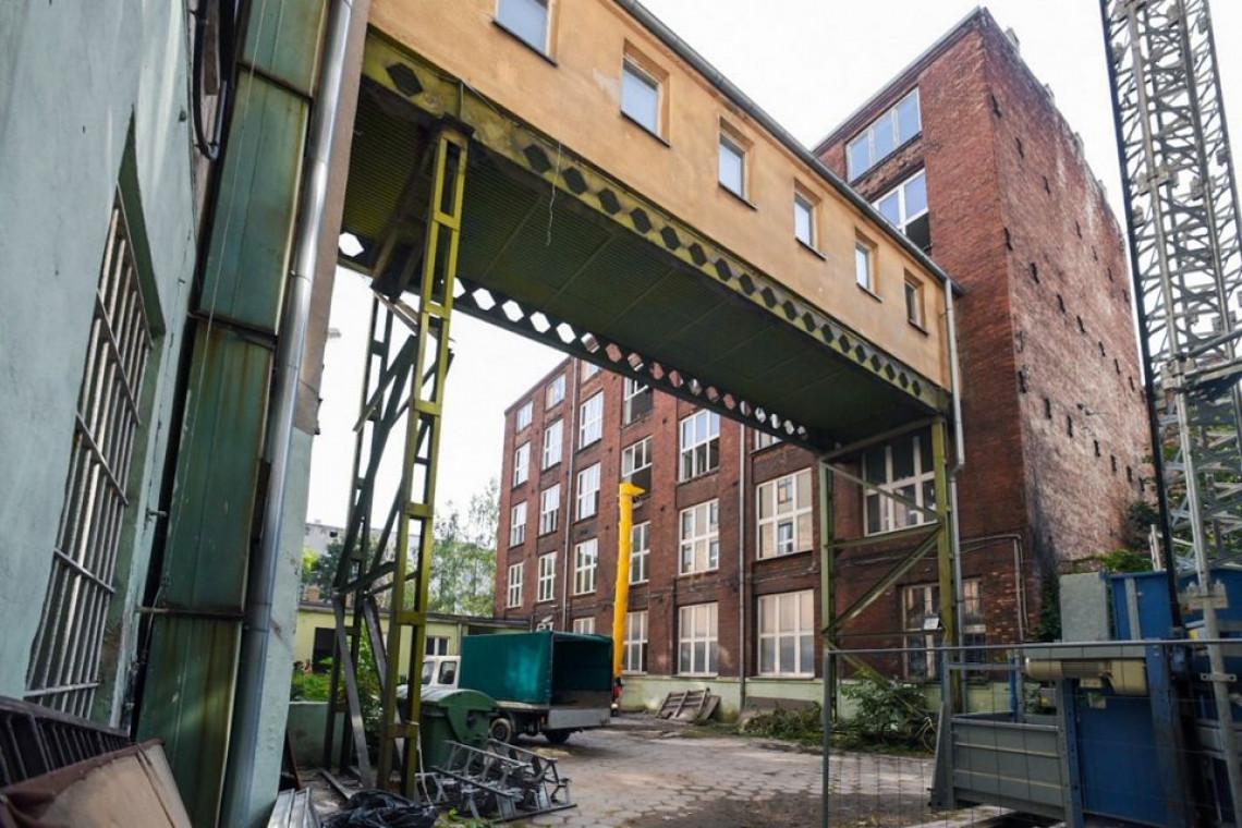 Budynek dawnej szkoły na łódzkim Polesiu przejdzie przebudowę i zyska nową funkcję