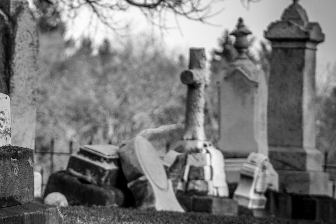 Instytut Polonika prowadzi konserwacje polskich grobów za granicą