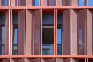 Ruchoma elewacja budynku spod kreski JEMS Architekci nabiera kształtów