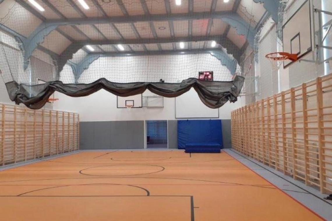 Stara sala gimnastyczna w szczecińskiej szkole jak nowa