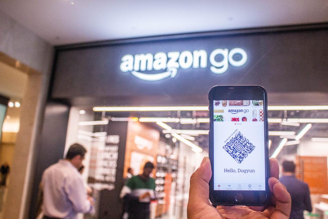 Amazon otworzył pierwszy supermarket z inteligentnymi wózkami