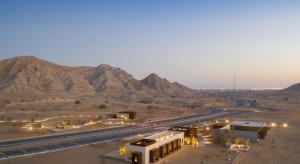 Hotel w sercu pustyni. Tak się wypoczywa w ZEA