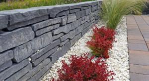 Drewno i kamień w wersji betonowej? Prefabrykaty imitujące naturalne materiały