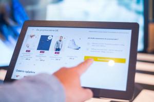 Automatyczne przymierzalnie i terminale cyfrowe. Zobacz nowy koncept spółki eobuwie.pl